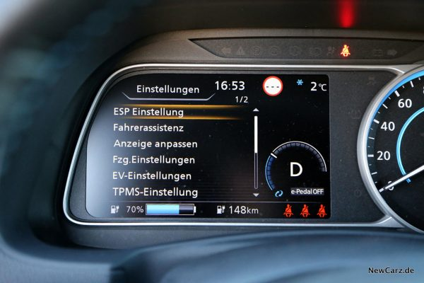 Nissan Leaf ZE1 Cockpitdisplay