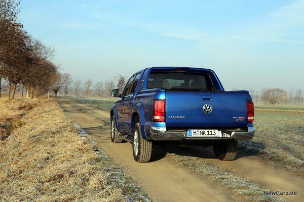 VW Amarok schräg hinten links