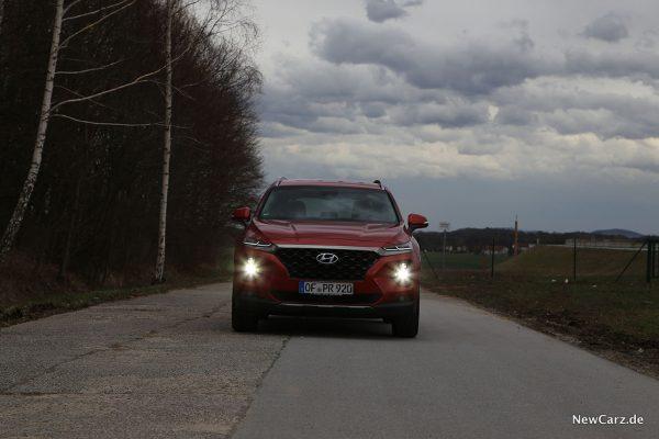Hyundai Santa Fe Front mit Hauptlicht