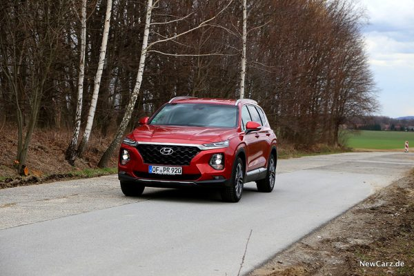 Hyundai Santa Fe schräg vorne links