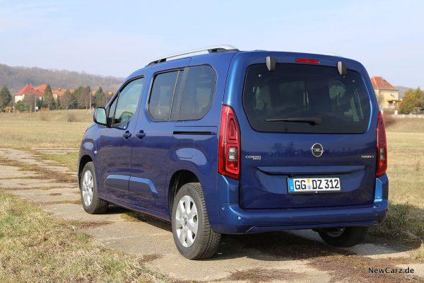 Opel Combo Life auf Betonpiste