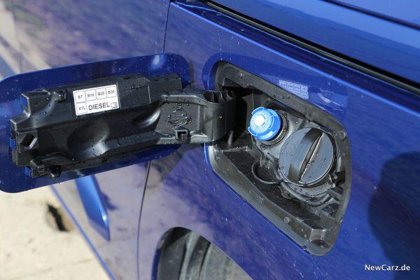 Opel Combo Life Tankstutzen