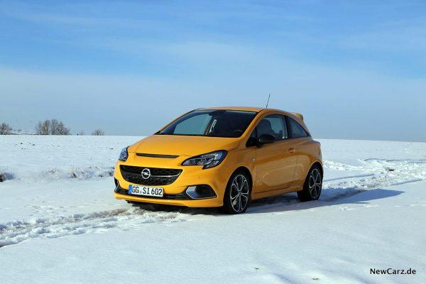 Opel Corsa GSi auf Schnee