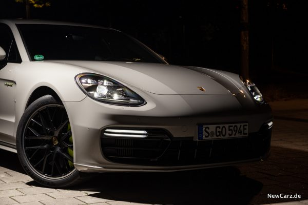 Porsche Panamera Turbo S E-Hybrid Front