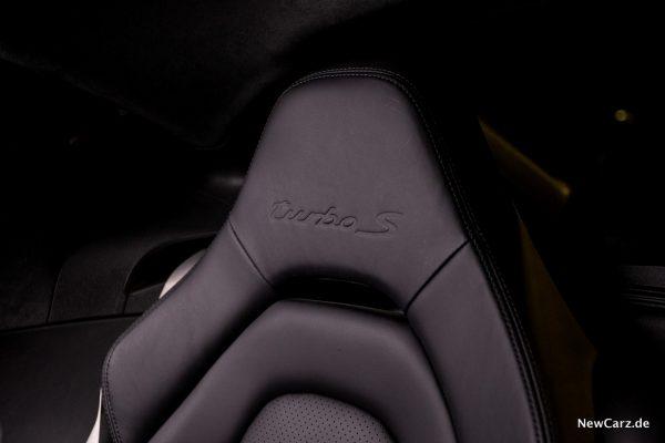 Porsche Panamera Turbo S E-Hybrid Prägung Kopfstützen