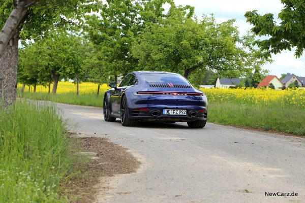 Porsche 992 911 Carrera S schräg hinten links