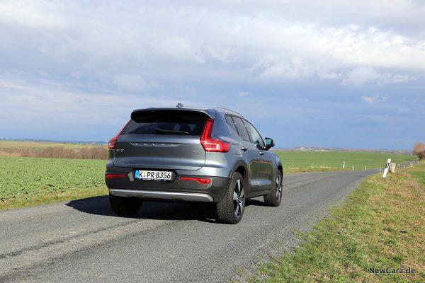 Volvo XC40 schräg hinten rechts