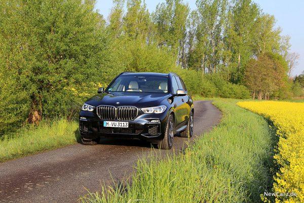 BMW X5 M50d Feldweg
