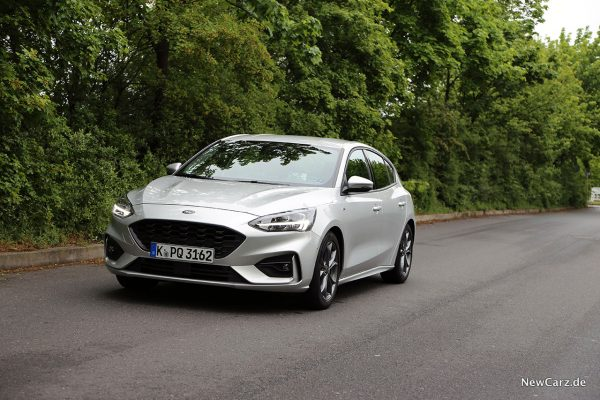 Ford Focus ST-Line schräg vorne links