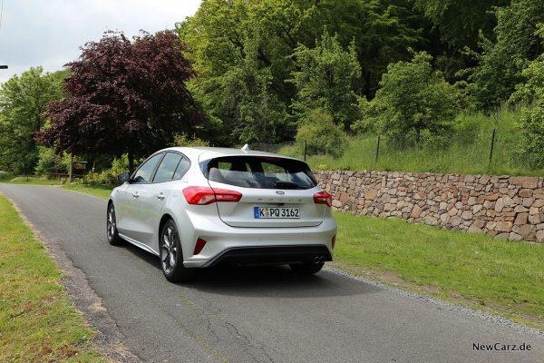 Ford Focus ST-Line schräg hinten links