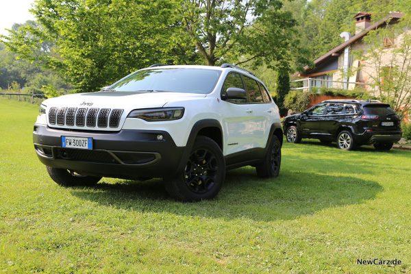 Jeep Cherokee Trailhawk schräg vorn links