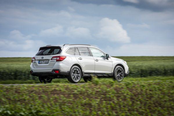 Subaru Outback Sport X schräg hinten