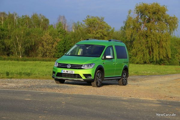 VW Caddy Alltrack schräg vorn links