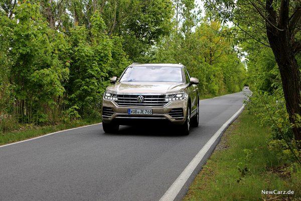 VW Touareg III schräg vorne links