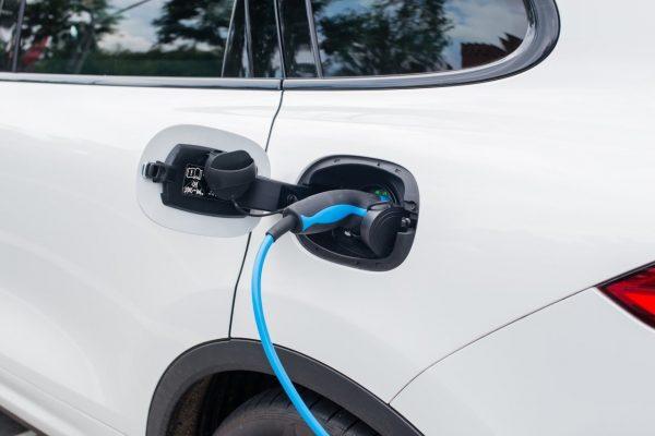 Elektromobilität Fahrzeug laden