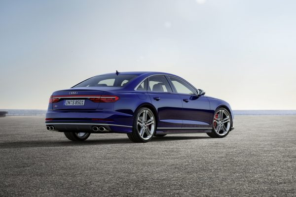 Audi S8 hinten