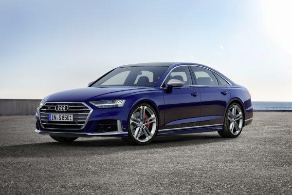 Audi S8 seitlich schräg