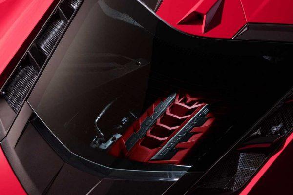 V8 hinter Plexiglas