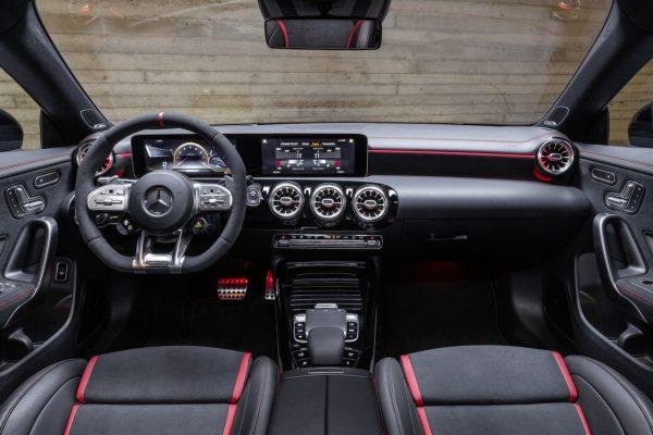 Interieur des Mercedes-AMG CLA 45 4MATIC+ Shooting Brake