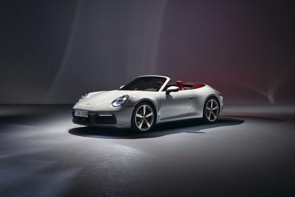 Frontansicht des neuen Porsche 911 Carrera