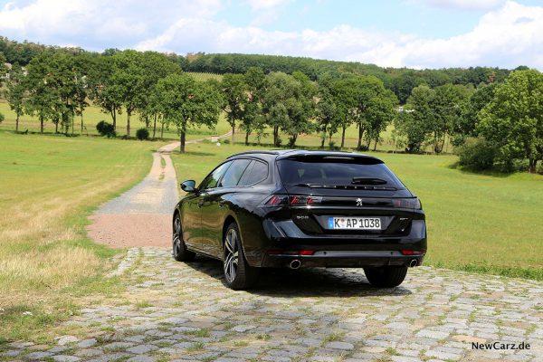 Peugeot 508 SW schräg von hinten