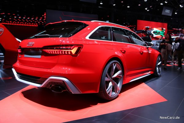 Audi RS6 Avant schräg hinten