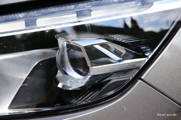 Scheinwerferdetail am Peugeot 5008