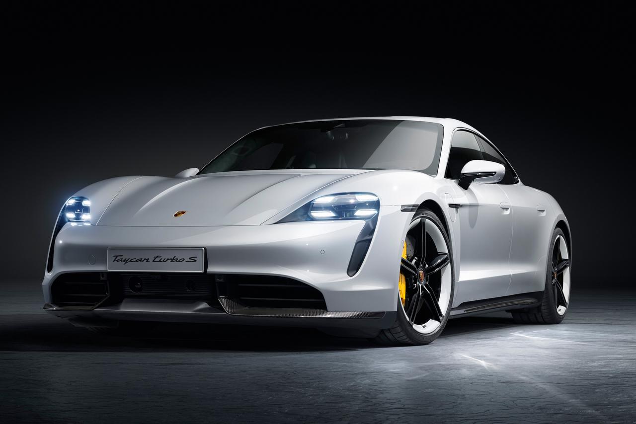Porsche Taycan im Studio