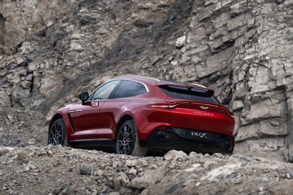 Aston Martin DBX Gelände
