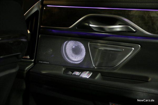 BMW 730d xDrive B&W Fond