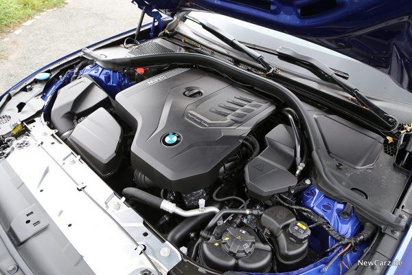 Motorraum BMW 330i
