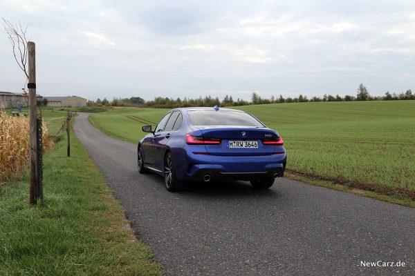 BMW 330i schräg hinten links