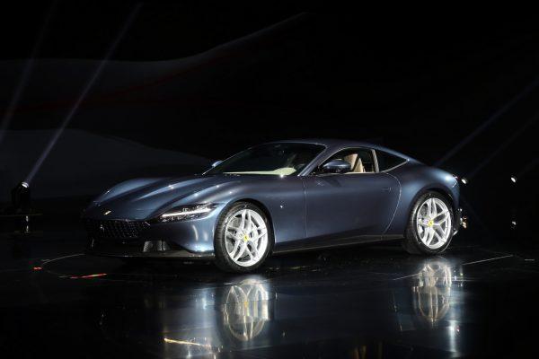 Ferrari Roma auf Bühne