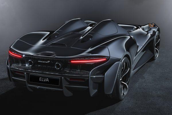 McLaren Elva schräg hinten rechts