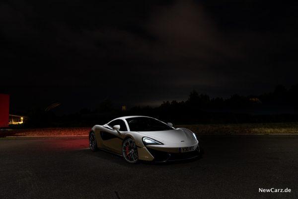 McLaren 570S Spider bei Nacht