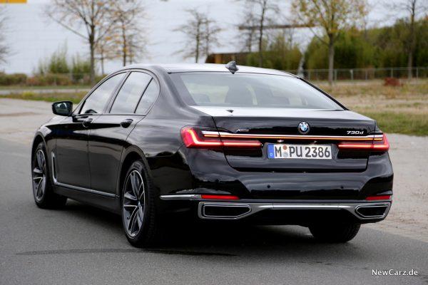 BMW 730d xDrive Facelift schwarz hinten