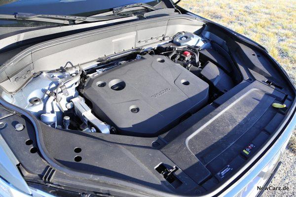 Motorraum Volvo XC90 B5
