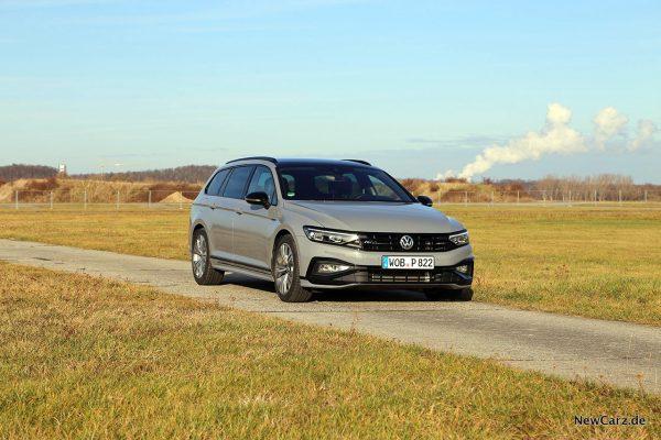 VW Passat Variant Facelift schräg vorn rechts