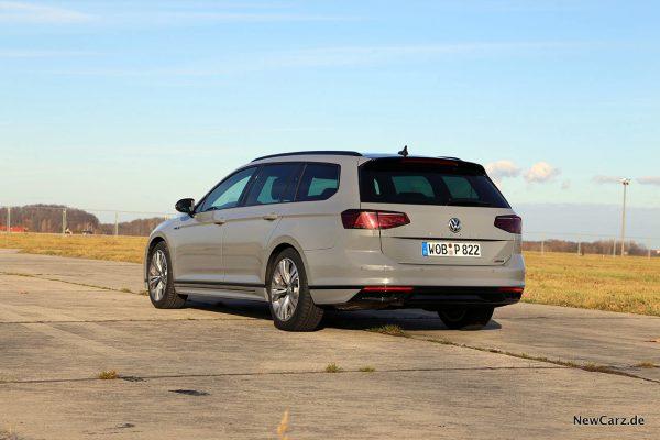 VW Passat Variant Facelift schräg hinten links