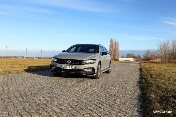 VW Passat Variant Facelift schräg vorn links