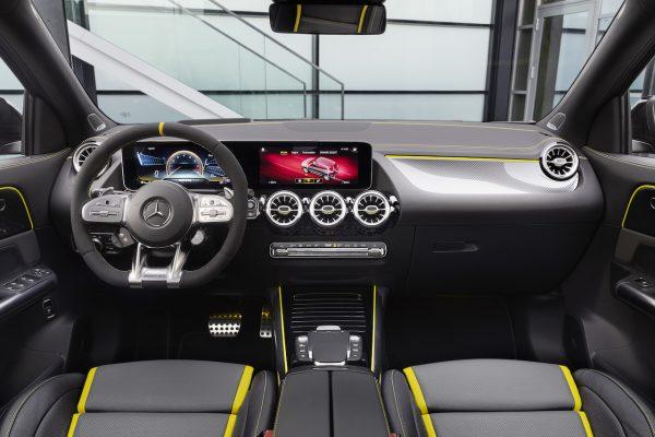 Mercedes-AMG GLA 45 4Matic+ Innenraum