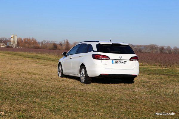 Opel Astra Sports Tourer schräg hinten links