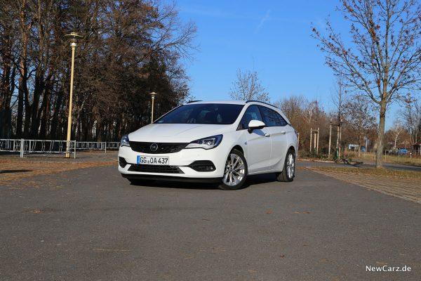 Opel Astra Sports Tourer schräg vorn