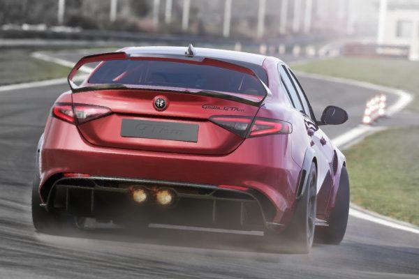 Alfa Romeo Giulia GTA on track