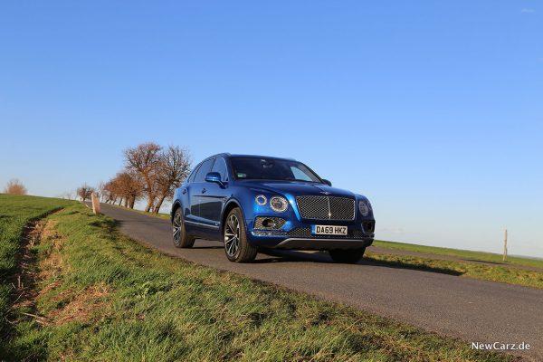 Bentley Bentayga Hybrid schräg vorn rechts