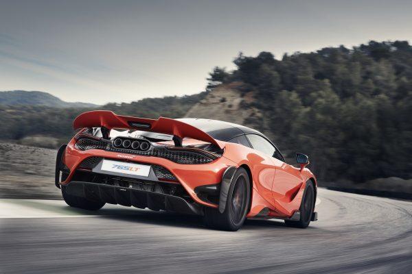 McLaren 765 LT schräg hinten