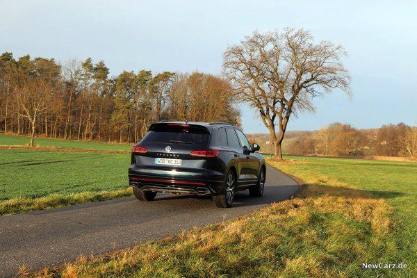 VW Touareg V6 TSI schräg hinten rechts