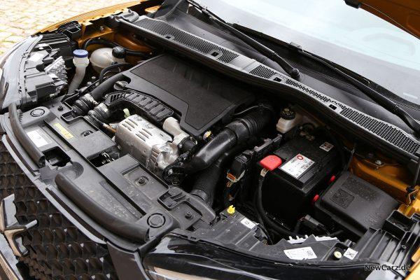 Motorraum Dreizylinder PureTech