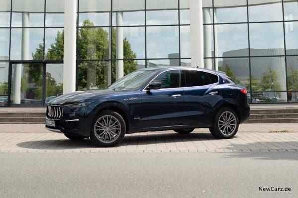 Maserati Levante Blu Nobile