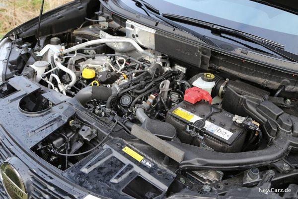 Motorraum X-Trail Benziner
